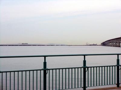 りんくう公園から関西空港連絡橋と関西空港.jpg