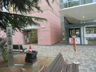 穂積図書館入り口2.JPG