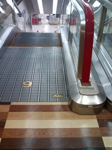 escalator3.jpg